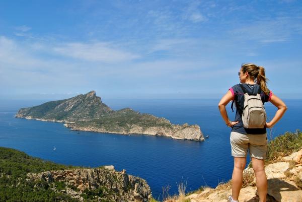 Realizar excursiones por la naturaleza es mi técnica de relajación. Aquí excursión a la Trapa, vistas de la Dragonera ( Mallorca)